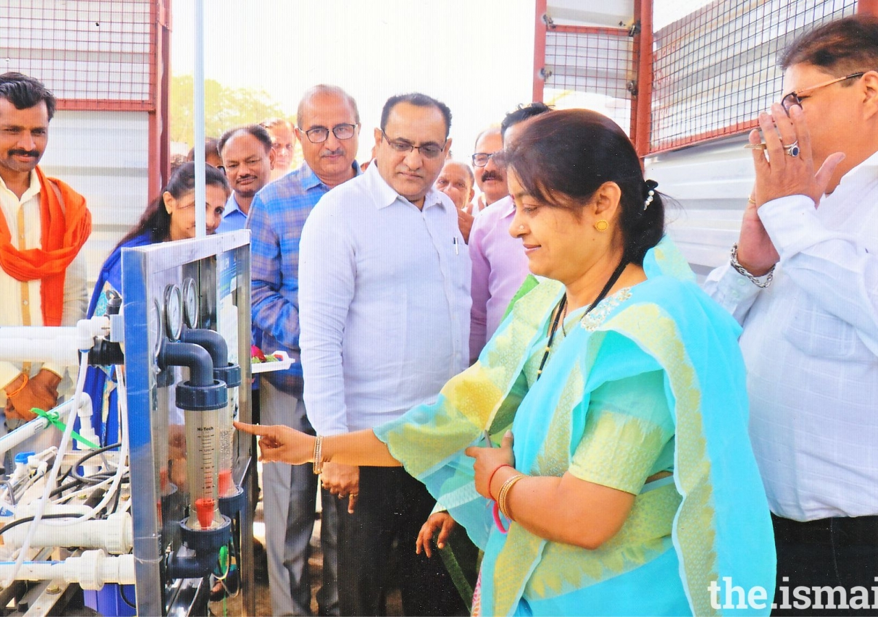Mrs. Kanchan Choudhary - President Municipal Council Yavatmal inaugurating the water filter project in the presence of other dignitaries.