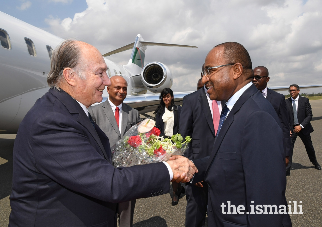 Mawlana Hazar Imam is welcomed by Tanzania's Defence Minister Hon. Hussein Mwinyi at Dar es Salaam's Julius Nyerere Airport.