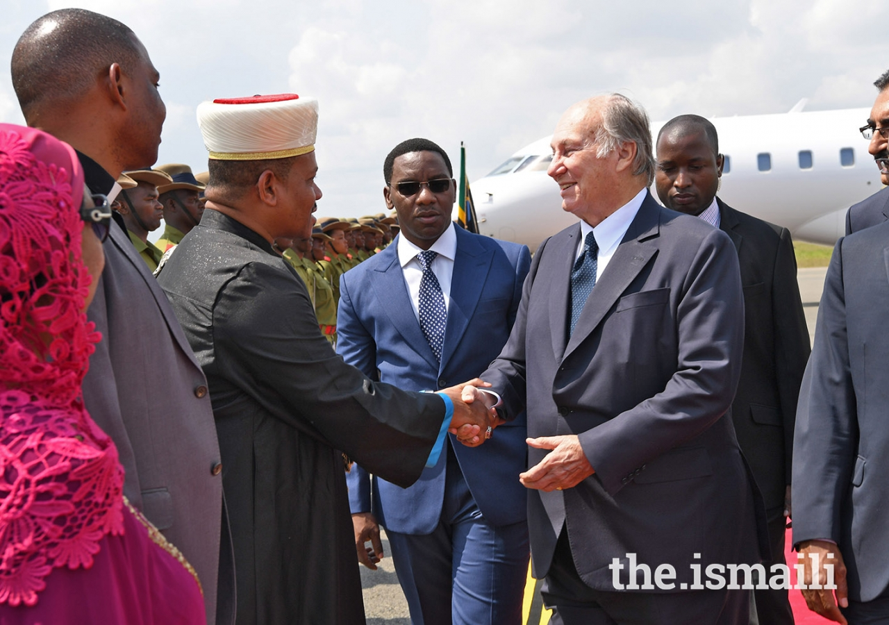 Mawlana Hazar Imam meets with the Chief Mufti of Tanzania Sheikh Aboubakary Zubery.