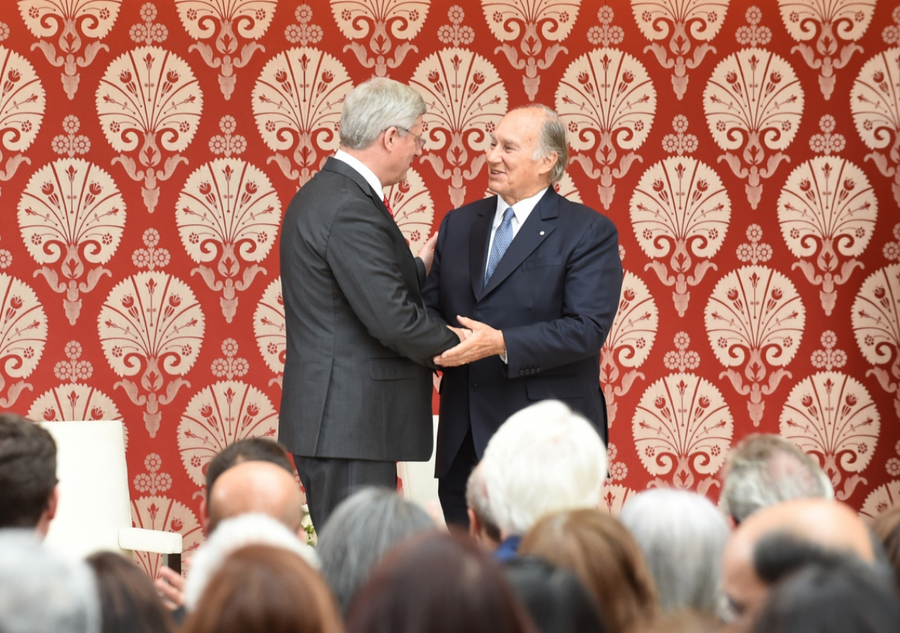 Mawlana Hazar Imam thanks Prime Minister Harper following the Prime Minister's address at the opening of the Ismaili Centre, Toronto. Gary Otte