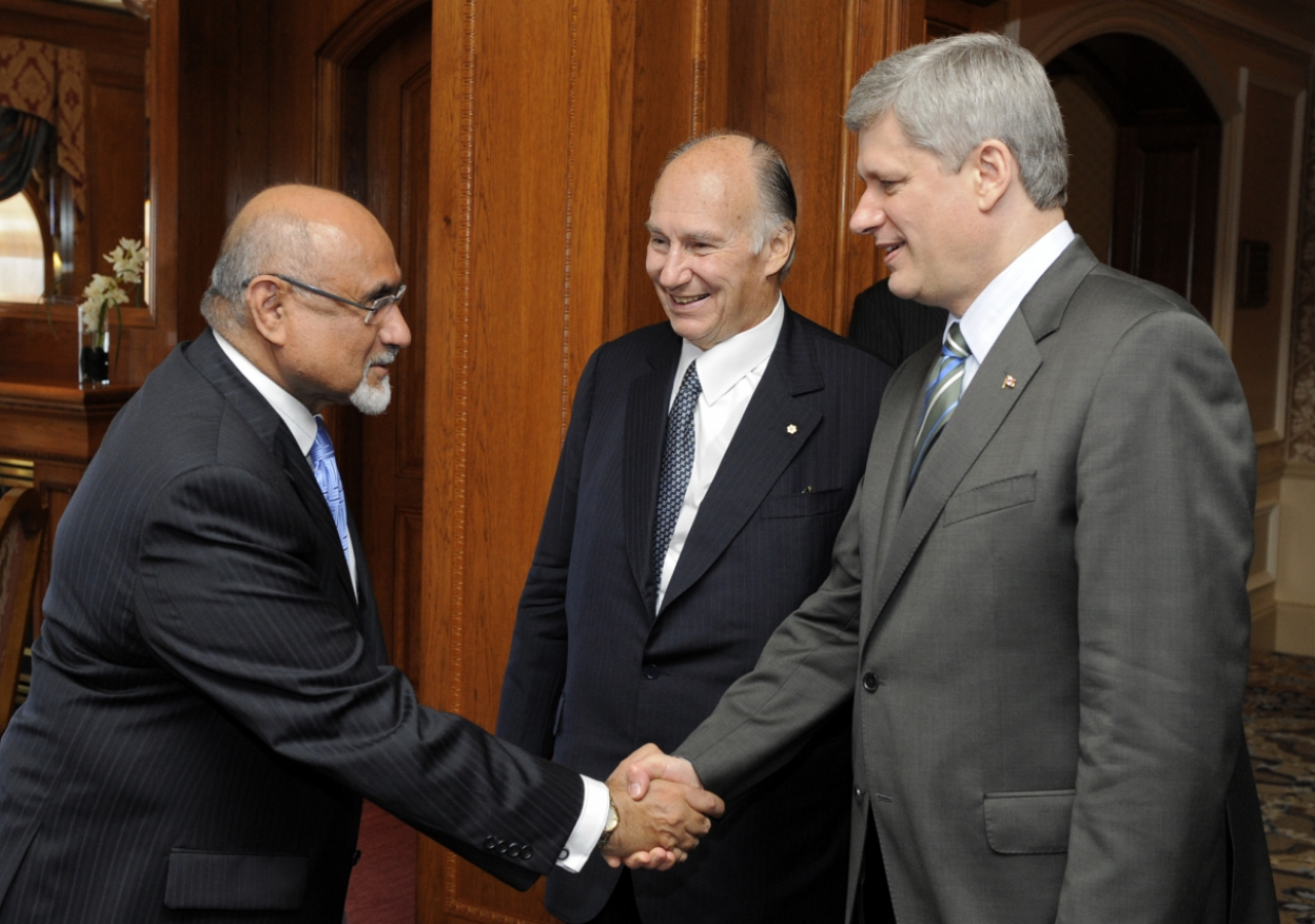 Mawlana Hazar Imam introduces Ismaili Council for Canada President Mohamed Manji to Prime Minister Stephen Harper, ahead of the Foundation Ceremony in Toronto.