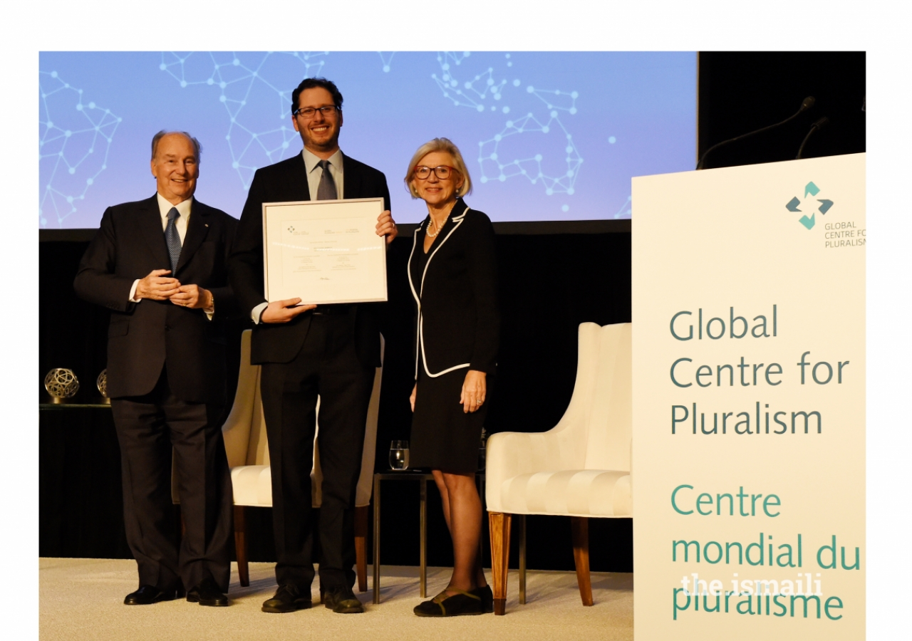 David Lubell, founder of Welcoming America, receives an Honourable Mention of the Global Pluralism Award, for helping immigrants to the United States become active members in their new society.