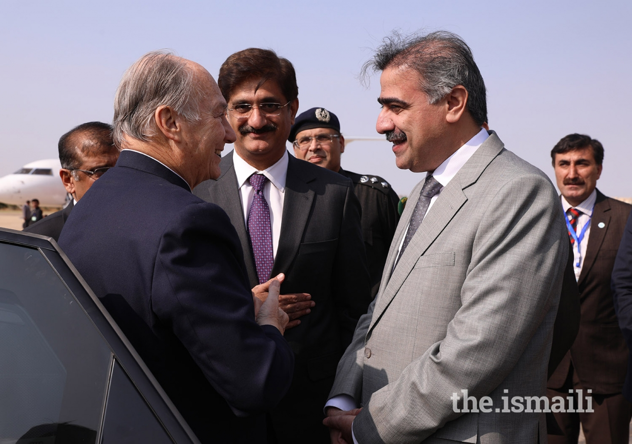 Home Minister of Sindh, Suhail Anwar Siyal, bids farewell to Mawlana Hazar Imam on his departure from Karachi