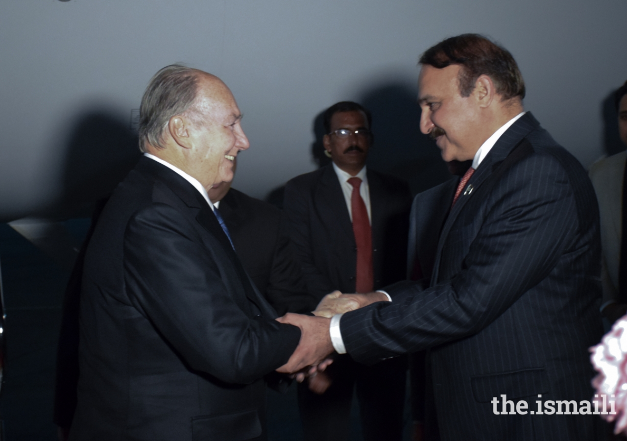 State Minister for Capital Administration & Development, Tariq Fazal Chaudhry greeting Mawlana Hazar Imam