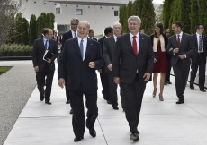 Mawlana Hazar Imam and Prime Minister Harper walk through the park together with members of the Imam's family and institutional leaders. Gary Otte