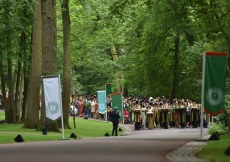 Over 400 senior leaders of the worldwide Ismaili Muslim community move in procession towards the residence of His Highness the Aga Khan at his Aiglemont estate in Gouvieux, France on the occasion of his Diamond Jubilee. AKDN / Thomas Wibaux