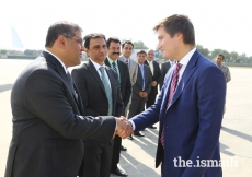 President for the Ismaili Council for Pakistan, Hafiz Sherali, wishes Prince Aly Muhammad a bon voyage upon his departure at Islamabad Airport