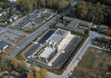An aerial view of the Ismaili Centre, Burnaby, which is aligned along an east-west axis on a 1.5-hectare site.