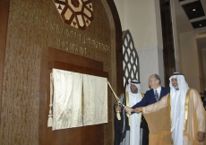 Mawlana Hazar Imam is joined by His Highness Sheikh Ahmed bin Saeed Al Maktoum (left) and His Highness Sheikh Nahyan bin Mubarak Al Nahyan for the unveilling of the ceremonial plaque marking the opening of the Ismaili Centre, Dubai.