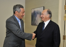 Mawlana Hazar Imam is greeted by the Prime Minister of Singapore,  Mr Lee Hsien Loong.