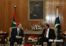 Mawlana Hazar Imam and President Mamnoon Hussain discussing matters of mutual interest during their meeting