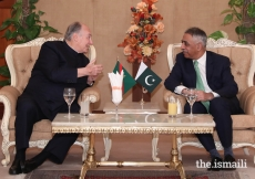 Mawlana Hazar Imam in conversation with Muhammad Zubair, Governor of Sindh upon his arrival in Karachi