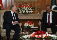 Mawlana Hazar Imam and President Mamnoon Hussain discussing matters of mutual interest at the Aiwan-e-Sadr