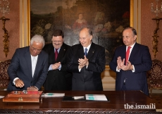 Prime Minister António Costa unveils the official Diamond Jubilee commemorative postage stamp in the presence of Mawlana Hazar Imam, as Francisco Lacerda, CEO of CTT (Portugal Postal Services), and Raul Moreira, Head of Philately for CTT, look on.