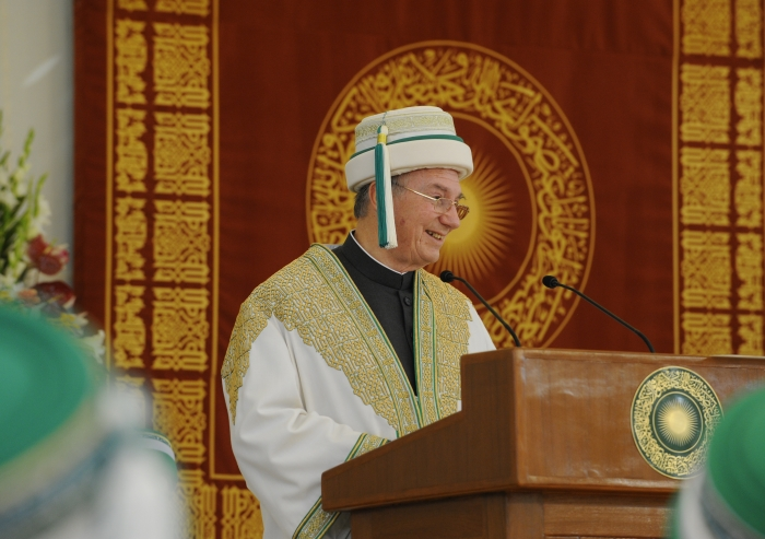 Mawlana Hazar Imam, Chancellor of the Aga Khan University, speaking at the 2013 Convocation ceremony of the University.