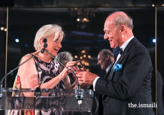 Lorna B. Goodman, Chair of the World Monuments Fund, presents the 2018 Hadrian Award to Prince Amyn.