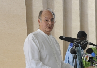 Mawlana Hazar Imam addresses guests at the Inauguration Ceremony for the Komoguel I Mosque in Mopti.