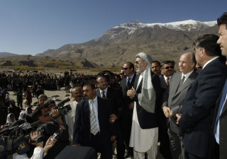 Mawlana Hazar Imam, President Rahmanov of Tajikistan (right), and Second Vice President Abdul Karim Khalili of Afghanistan (left) at the inauguration of the new Ishkashim Bridge across the Panj River.