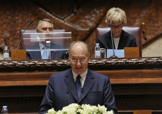 Mawlana Hazar Imam addresses the North-South Prize Ceremony in the Senate Hall of the Portuguese Parliament as His Excellency Aníbal Cavaco Silva, the President of Portugal and President of the Assembly of the Republic, Maria Assunção Esteves look on.
