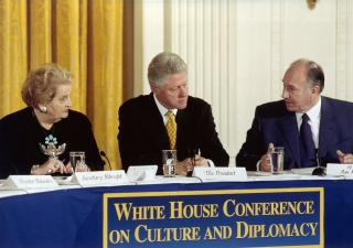 The 28 November 2000, His Highness the Aga Khan was meeting U. S. President Bill Clinton and U.S. Secretary of State Madeleine Albright at the first White House Conference on Culture and Diplomacy, Washington.