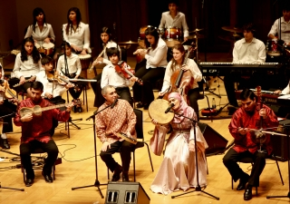 The Light Within brought an eclectic mix of sounds to the ears — the tabla complimented the trombone, the bansuri flowed with the bass, the kamancha conversed with the clarinet, and the strings argued with the saxophone.