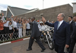 Mawlana Hazar Imam greeting members of the Jamat from Madagascar and around the world who had gathered at the airport to welcome him to Antananarivo, as President Nishad Djaffar of the Ismaili Council for Madagascar and President of the Senate, Rajemison