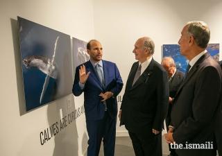 Prince Hussain presents a photograph to Mawlana Hazar Imam and President Marcelo Rebelo de Sousa at The Living Sea photo exhibition in Lisbon.