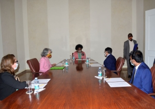 Meeting between the Secretary of State of the Province of Maputo, Vitória Dias Diogo, the Portuguese Ambassador to Mozambique, Amélia Maio de Paiva, Head of Cooperation of the Portuguese Embassy to Mozambique, Patrícia Pincarilho, the Deputy of the AKDN Diplomatic Representative to Mozambique, Rui Carimo and the Director of Moztex factory, Fazmil Fyzer.