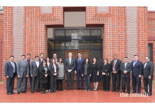 Senator David Perdue joins community members and leaders for a picture during a luncheon at the Ismaili Jamatkhana.