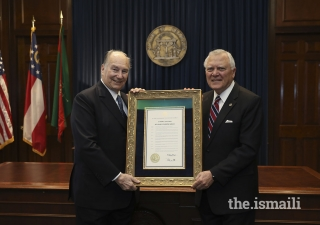 Georgia Governor Nathan Deal presents Mawlana Hazar Imam with a Proclamation in recognition of his Diamond Jubilee.
