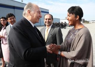 Atlanta Mayor Keisha Lance Bottoms bids farewell to Mawlana Hazar Imam as he departs Atlanta.