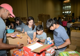 Younger members of the Jamat assisting in the HOPE for Puerto Rico event at the Orlando Convention Center.