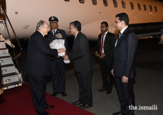 Mawlana Hazar Imam is welcomed by Shri Deepak Mittal, Joint Secretary, Ministry of External Affairs; and Ashish Merchant, President of the Ismaili Council for India (right).