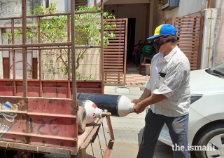 In India, with support from Jamati institutions, oxygen cylinders are being recycled and have provided almost two million litres of oxygen in areas where availability is scarce.
