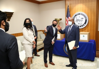 Half a million facemasks donated to the City of Houston by the Ismaili Council for the Southwestern US and FOCUS USA. From right: Mayor Sylvester Turner, City of Houston; Murad Ajani, President, Council for the Southwestern US;  Shenila Momin, Chairperson, Focus Humanitarian Assistance USA, and Alim Adatia, Member for Communication and Publications, Council for Southwestern US.