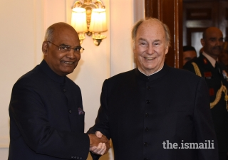 Mawlana Hazar Imam is welcomed by President Shri Ram Nath Kovind upon his arrival at the Presidential Estate in Rajpath, New Delhi.