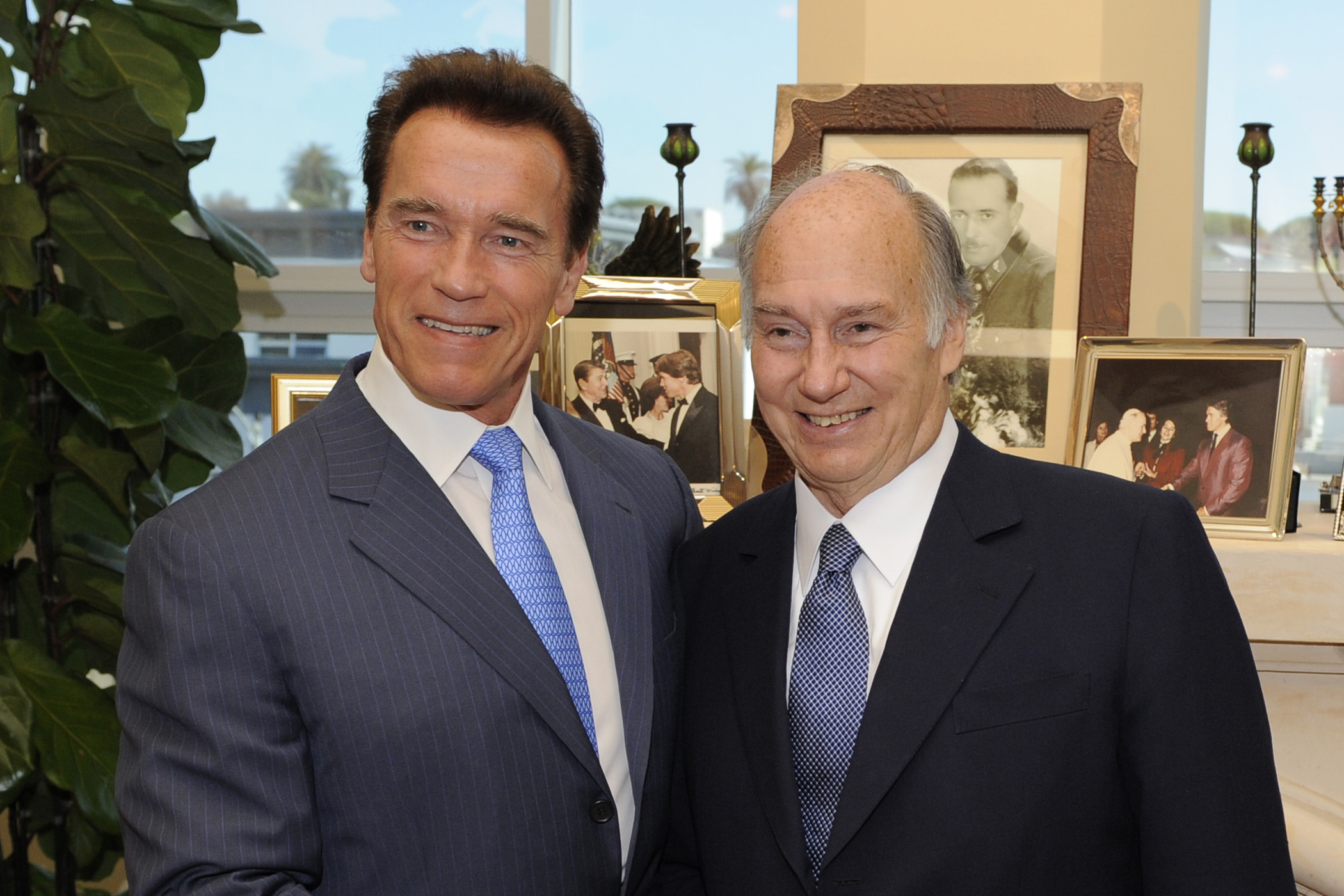 Mawlana Hazar Imam and Governor Arnold Schwarzenegger at the Governor`s private office in Santa Monica, California. Photo: Gary Otte