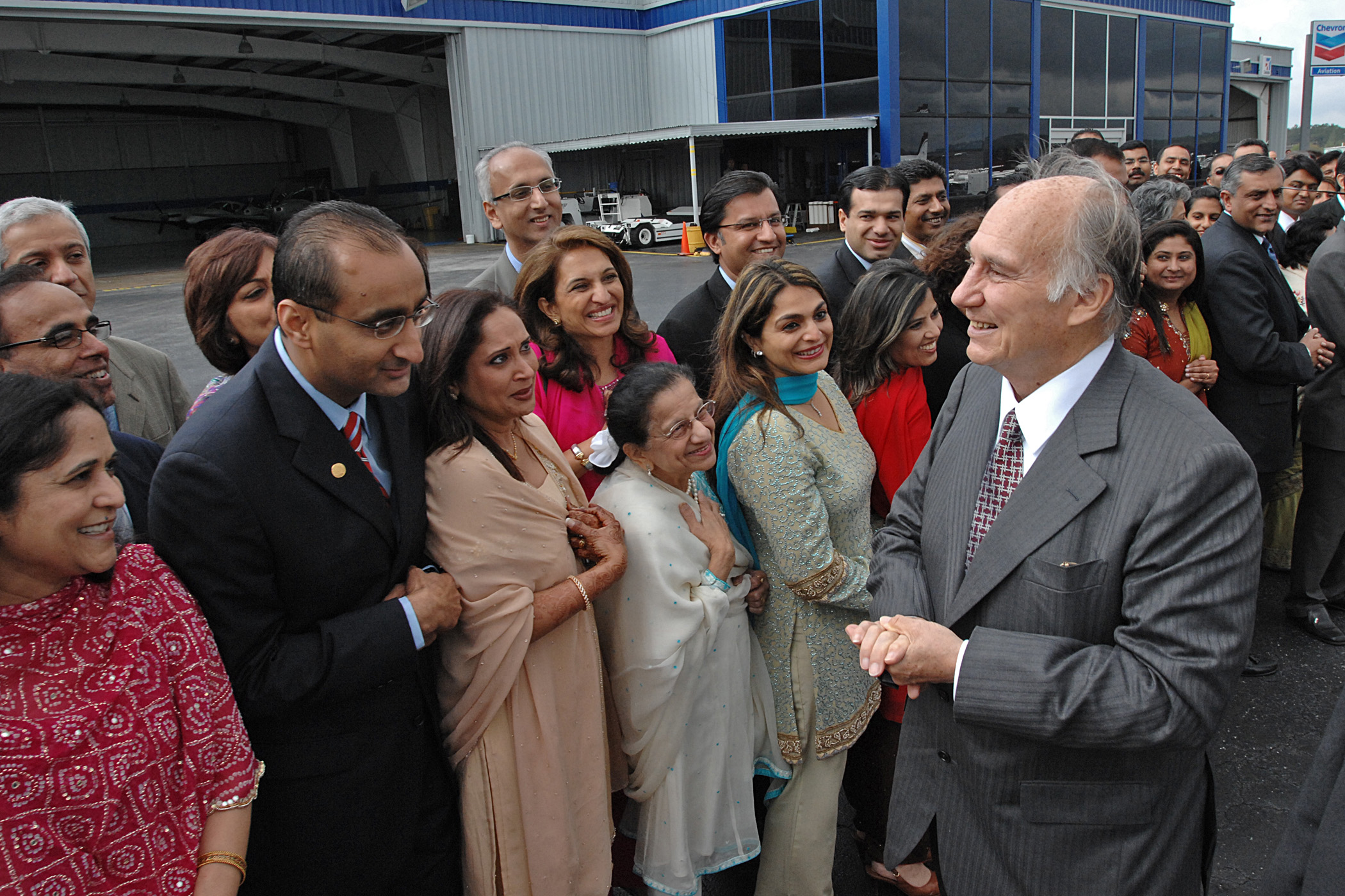 Mawlana Hazar Imam speaks to leaders of the Jamat from across the United States, who had gathered at Atlanta`s Fulton County Airport to bid him farewell. Photo: Zahur Ramji