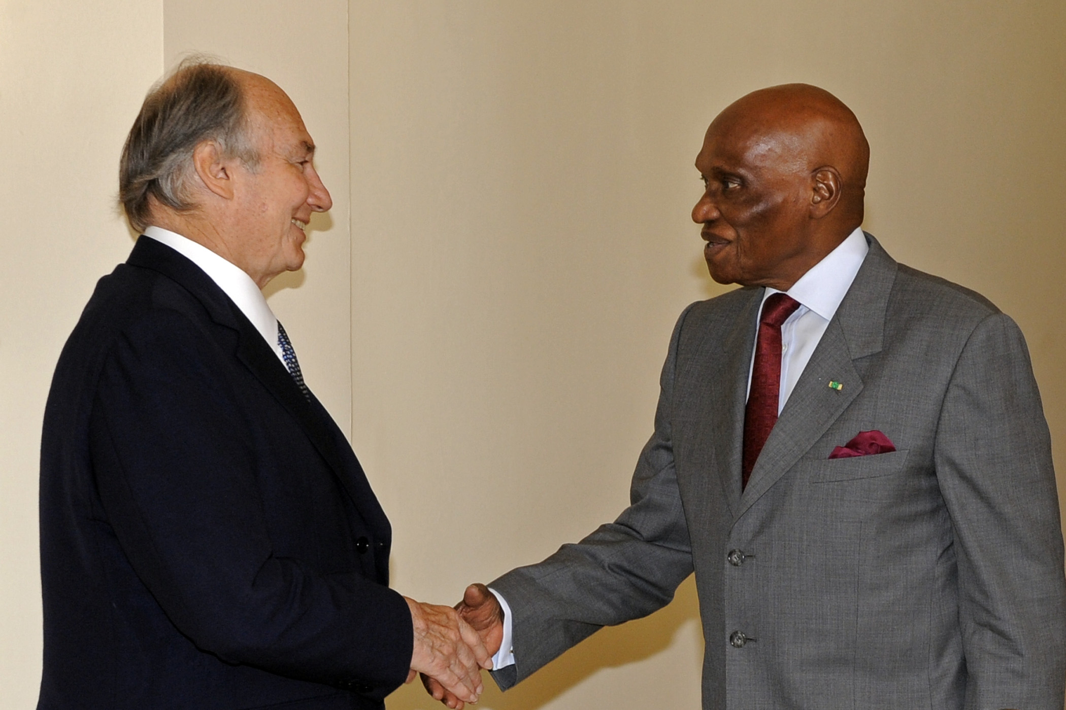 Mawlana Hazar Imam is greeted by His Excellency President Abdoulaye Wade of Senegal. Photo: Gary Otte