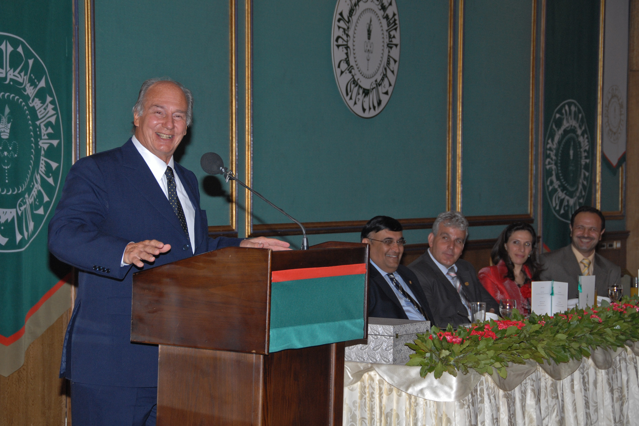 At the institutional dinner, Mawlana Hazar Imam expresses his happiness while addressing the Syrian Jamati leadership. Photo: Akbar Hakim