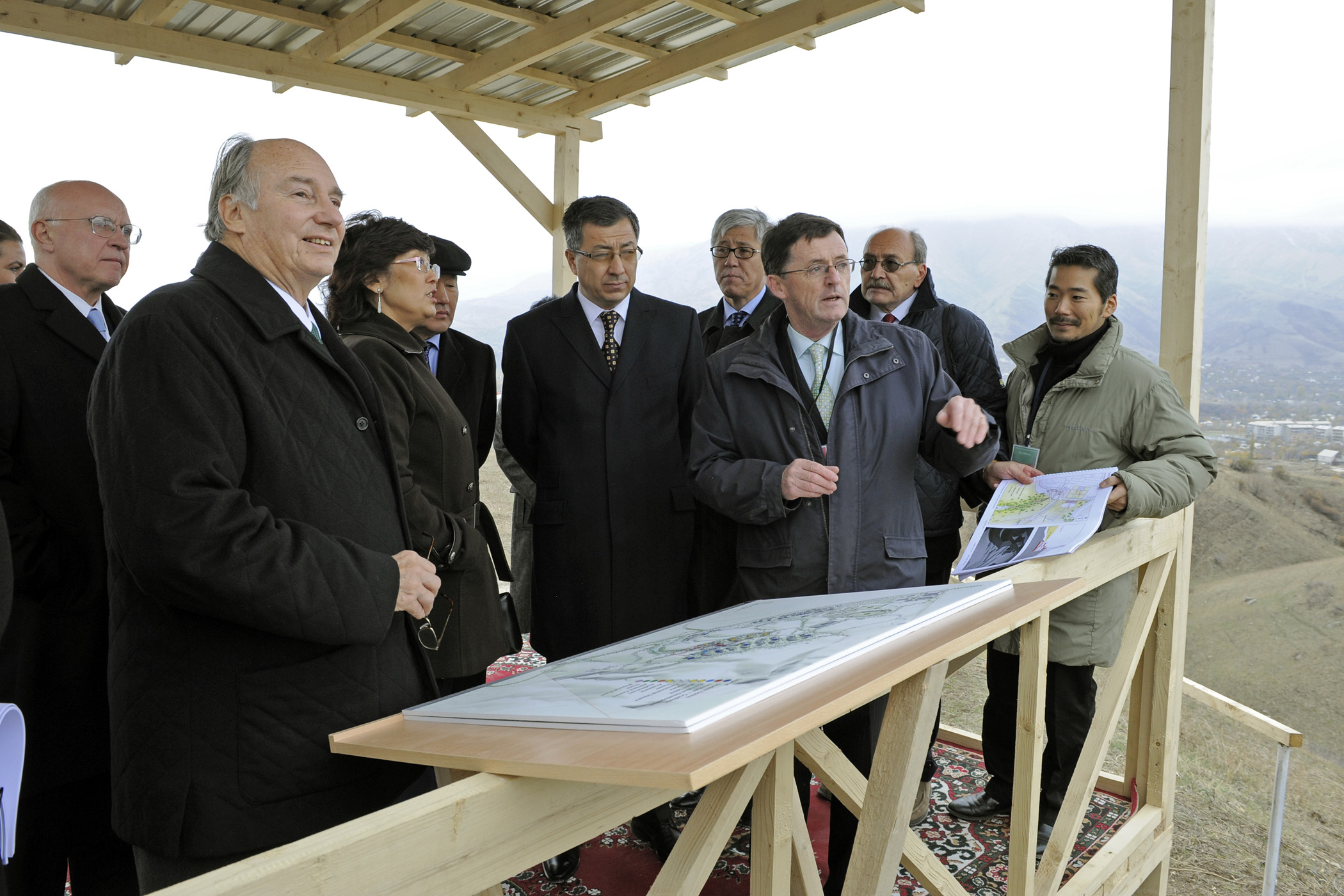 Mawlana Hazar Imam, Education Minister Tuimebayev, the Akim Umbetovand of the Almaty Oblast, and Akim Busembinov of the Eskeldinski Rayon review plans at the site of the University of Central Asia's Kazakhstan campus. Photo: Gary Otte