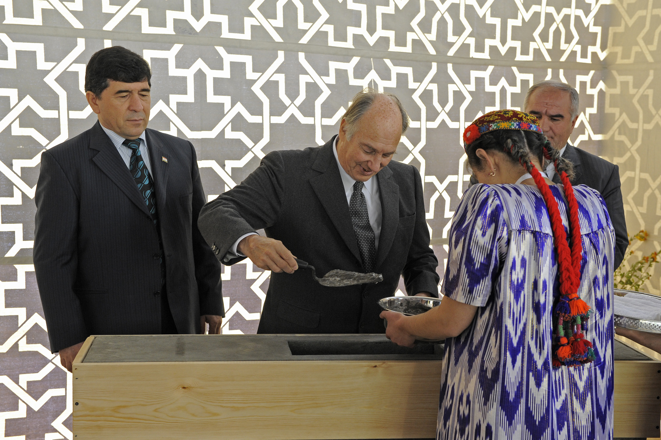 Joined by the First Deputy Prime Minister and the Governor of Gorno-Badakhshan, Mawlana Hazar Imam lays the foundation for the Ismaili Jamatkhana and Centre in Khorog. Photo: Gary Otte