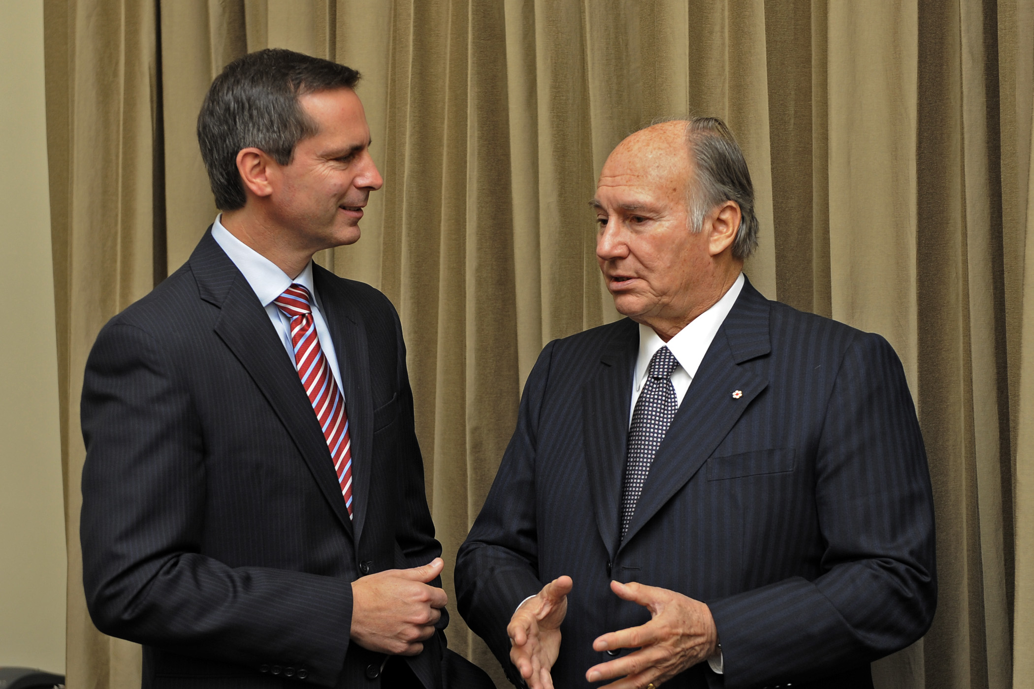 Mawlana Hazar Imam and Ontario Premier Dalton McGuinty at Queens Park. Photo: Gary Otte