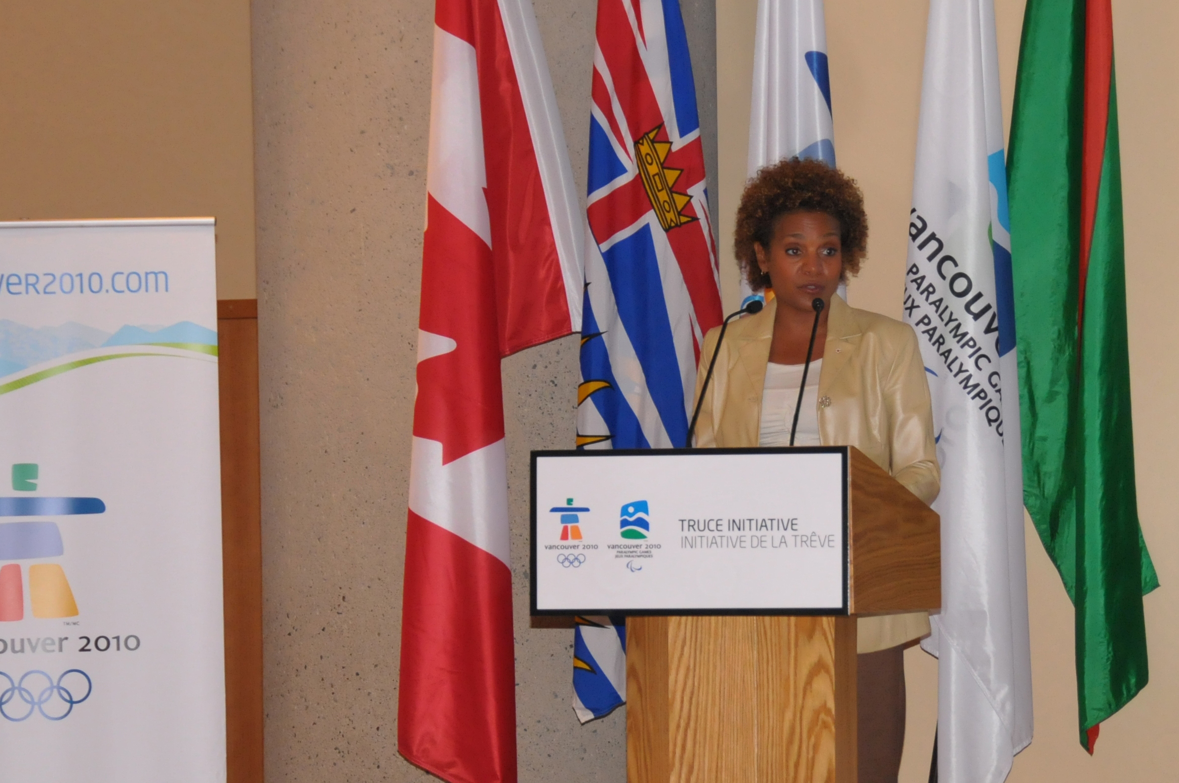 Her Excellency the Right Honourable Michaëlle Jean, Governor General of Canada, addresses the audience at the Truce Dialogue for youth held at the Ismaili Centre, Burnaby. Photo: Aziz Ladha