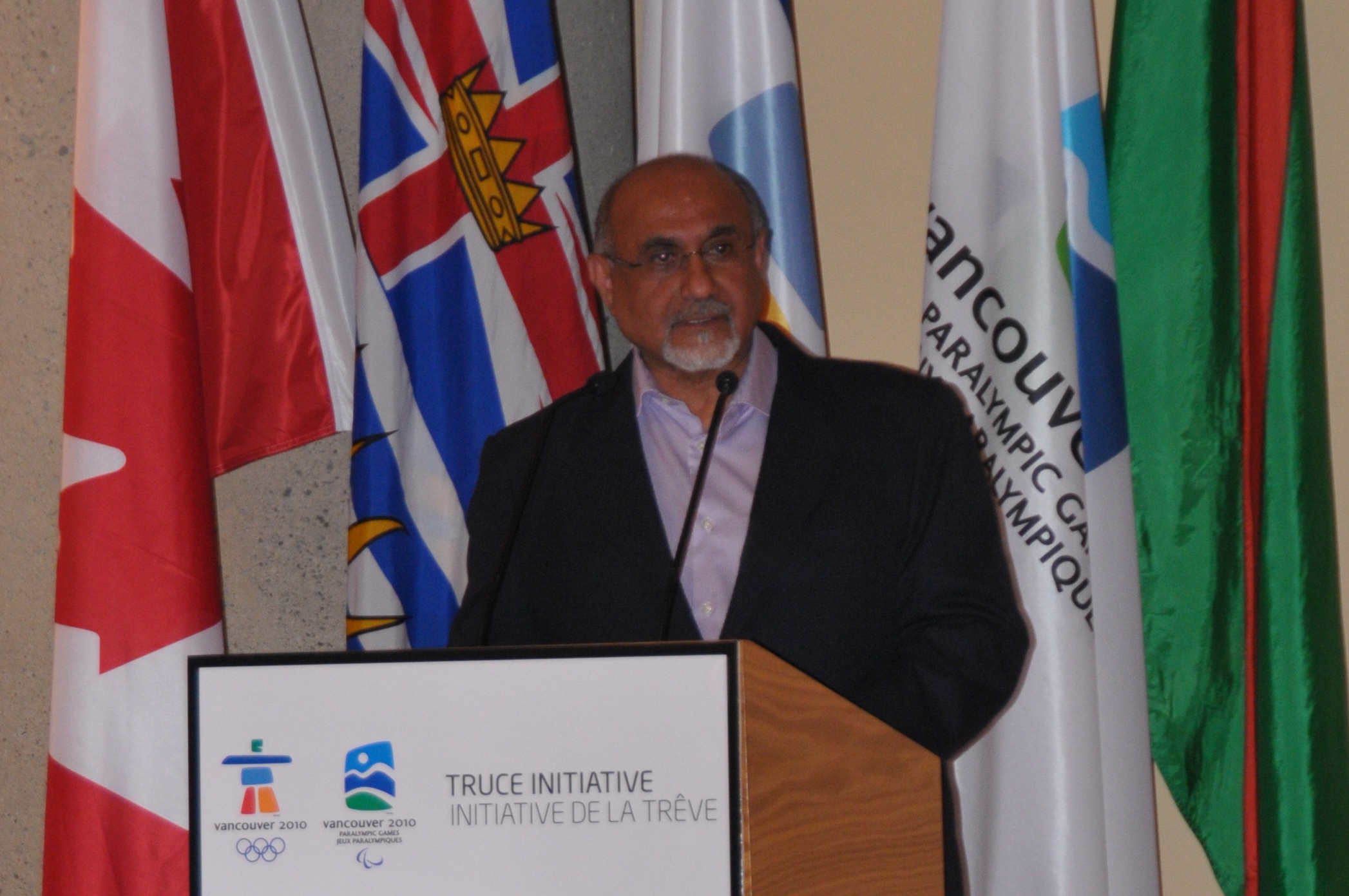 Ismaili Council for Canada President Mohamed Manji welcomes the Governor General of Canada, VANOC and all Truce Dialogue participants to the Ismaili Centre, Burnaby. Photo: Aziz Ladha