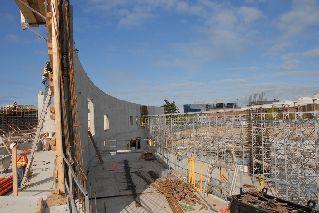 May 2011: The curved wall of the Ismaili Centre, Toronto facing Wynford Drive will welcome visitors with an open gesture. Photo: Imara Wynford Drive / Moez Visram