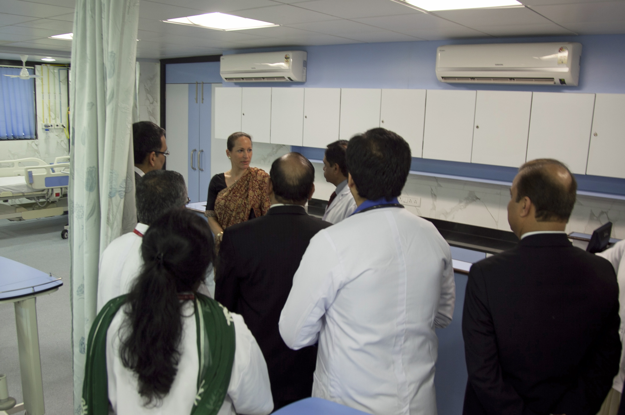 Princess Zahra visits the intensive care unit at Prince Aly Khan Hospital. Photo: Courtesy of the Ismaili Council for India