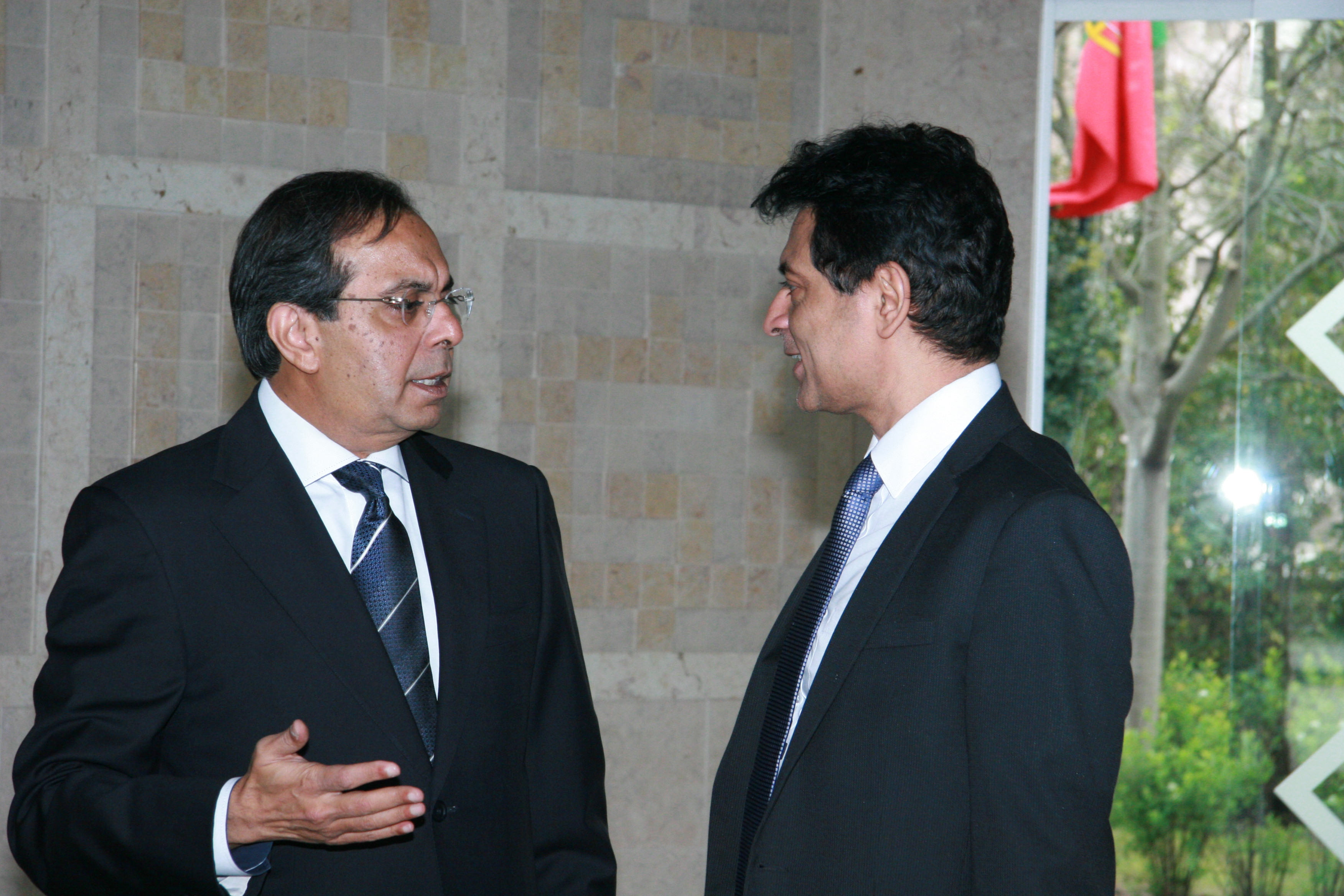 Ismaili Council President Amirali Bhanji and Professor Alnoor Bhimani from University of London in conversation. Photo: Phirbhai