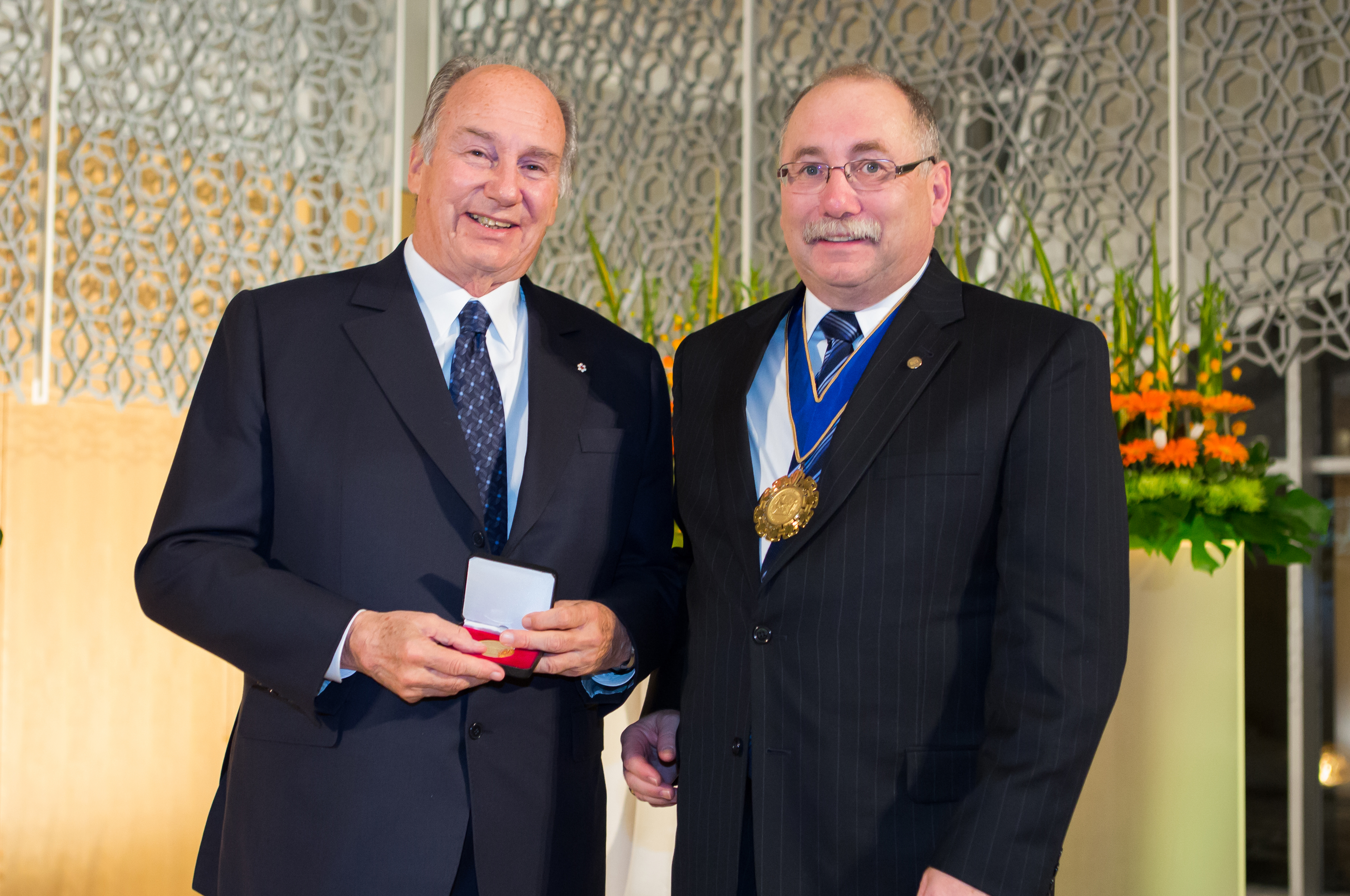 Mawlana Hazar Imam is awarded the 2013 Royal Architectural Institute of Canada Gold Medal by Paul Frank, President of RAIC. Photo: Farhez Rayani