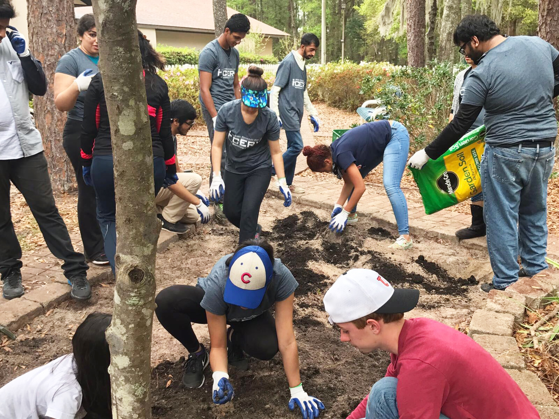 I-CERV volunteers plant a garden for a homeless shelter in Ocala.